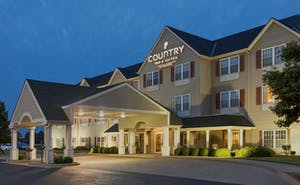 Country Inn & Suites by Radisson, Salina, KS