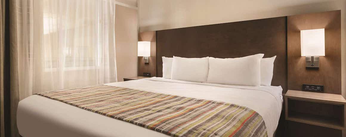 Country Inn & Suites by Radisson, Fergus Falls, MN