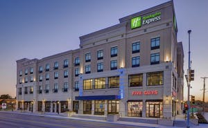 Holiday Inn Express Hotel & Suites Kansas City Medical Center