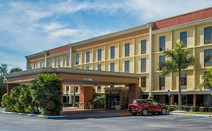 Comfort Inn & Suites Clearwater - St Petersburg Carillon Park