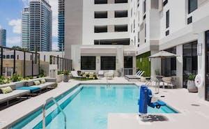 Hampton Inn & Suites Miami Wynwood / Design District