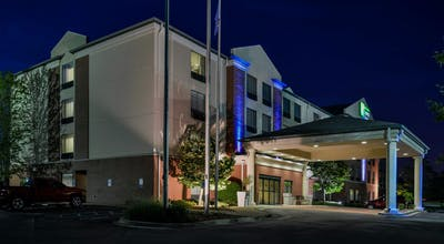 Holiday Inn Express Hotel & Suites New Berlin