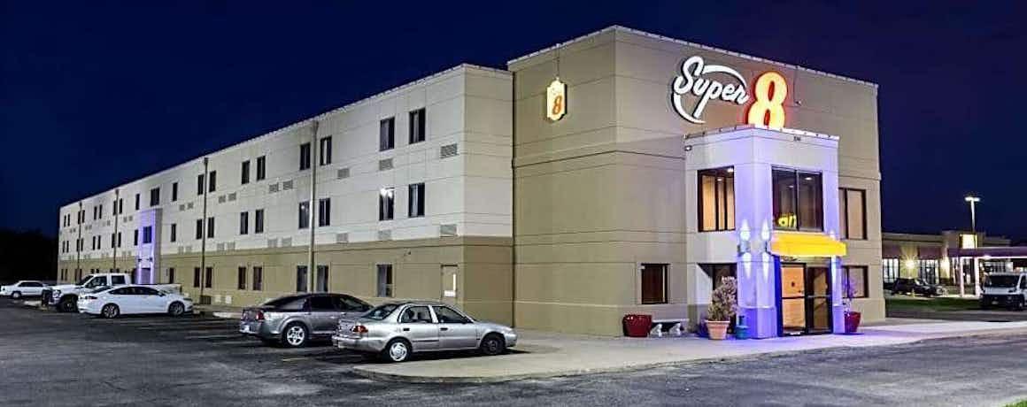 Super 8 by Wyndham Wichita North