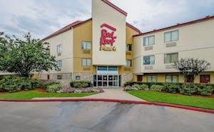 Red Roof Plus+ Houston - Energy Corridor