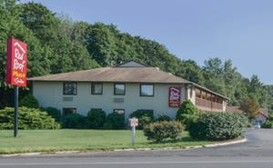 Red Roof PLUS+ & Suites Guilford