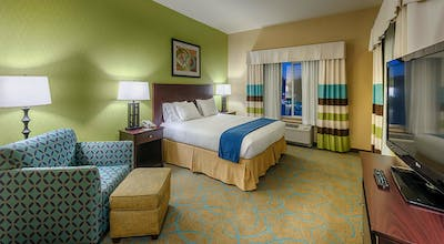 Holiday Inn Express Hotel & Suites Red Bluff