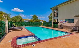 Red Roof Inn & Suites Weatherford