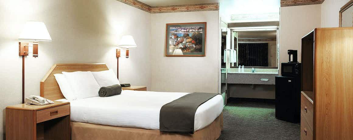 The Redwood Fortuna Riverwalk Hotel