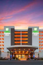 Holiday Inn Express & Suites Panama City Beach Beachfront