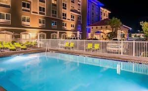Holiday Inn Express & Suites St. Petersburg Madeira Beach