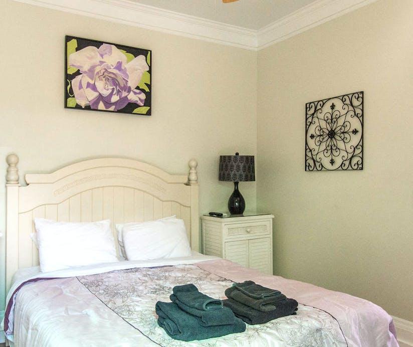 Peachy The Duval House Florida Keys Hoteltonight Download Free Architecture Designs Scobabritishbridgeorg