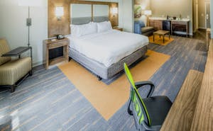 Holiday Inn Express & Suites Cleveland West Westlake