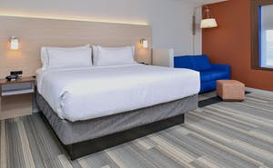 Holiday Inn Express & Suites Farmington Hills Detroit