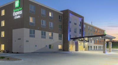 Holiday Inn Express & Suites Lincoln I-80