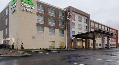 Holiday Inn Express & Suites Marietta
