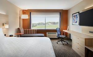 Holiday Inn Express & Suites Cincinnati South Wilder
