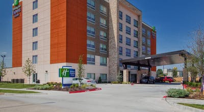 Holiday Inn Express & Suites Moore