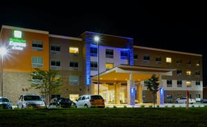 Holiday Inn Express & Suites Omaha Millard Area