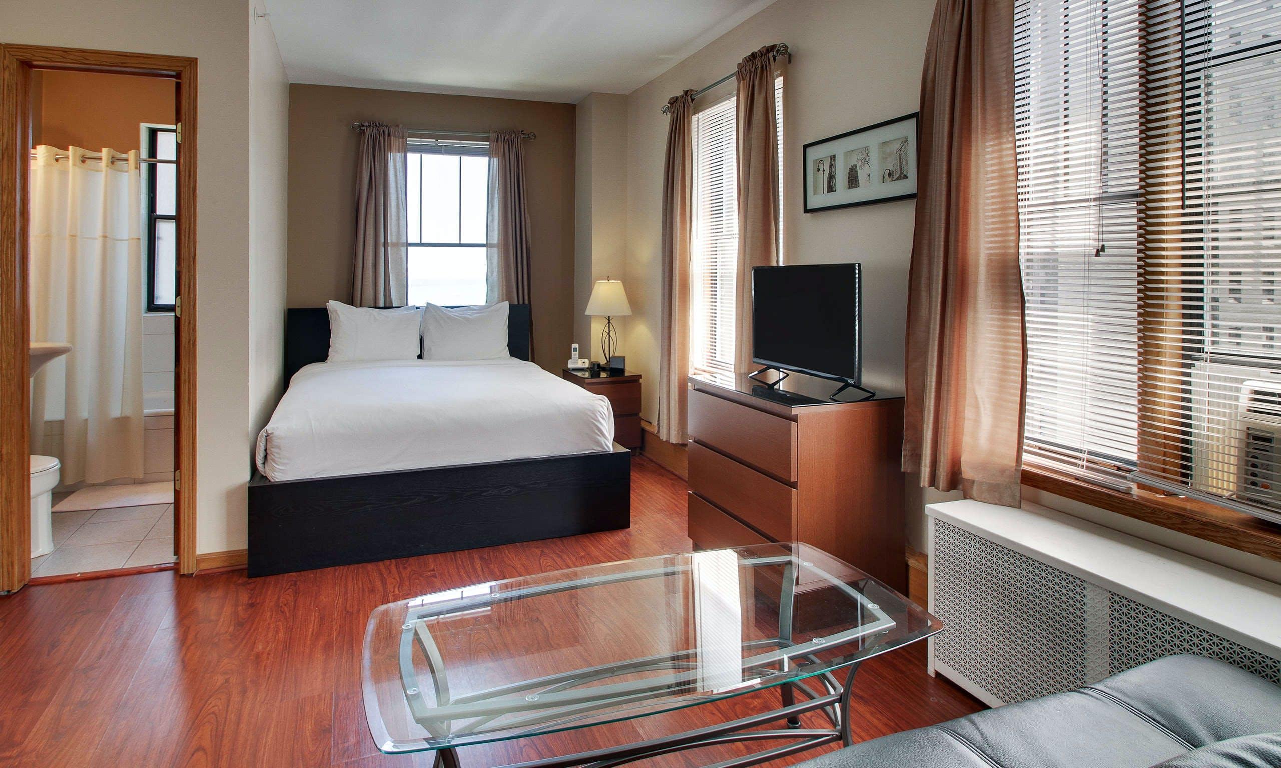 DeWitt Hotel & Suites