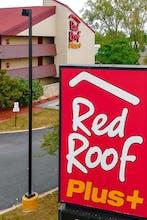Red Roof PLUS + Chicago-Schaumburg
