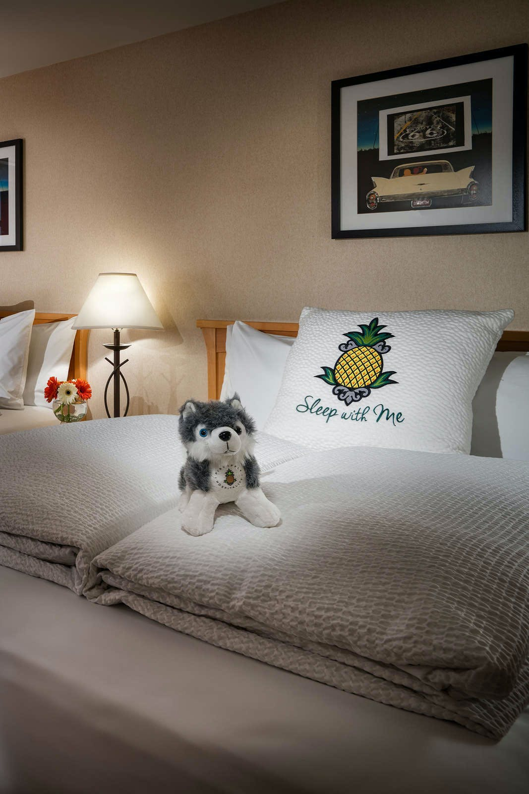 Staypineapple at University Inn