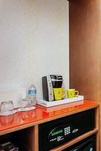 Staypineapple at University Inn