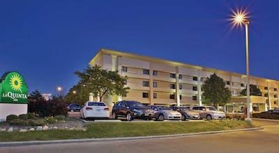 La Quinta Inn & Suites by Wyndham Cleveland Airport West