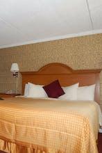 Admiralty Inn & Suites