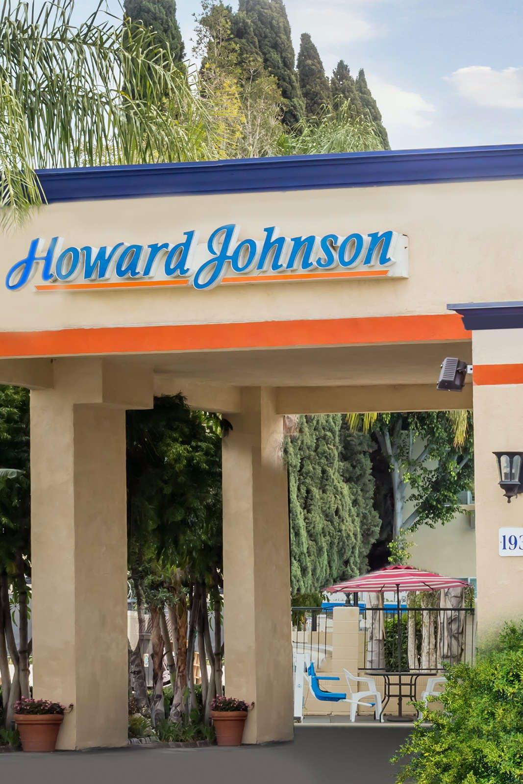 Howard Johnson by Wyndham Orange Hotel & Suites