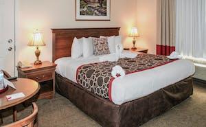 Hilltop Inn & Suites - North Stonington