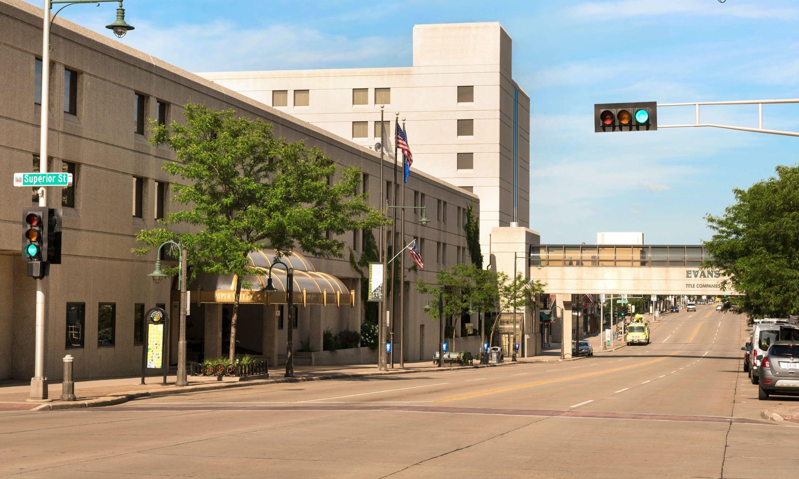 Last Minute Hotel Deals in Appleton - HotelTonight