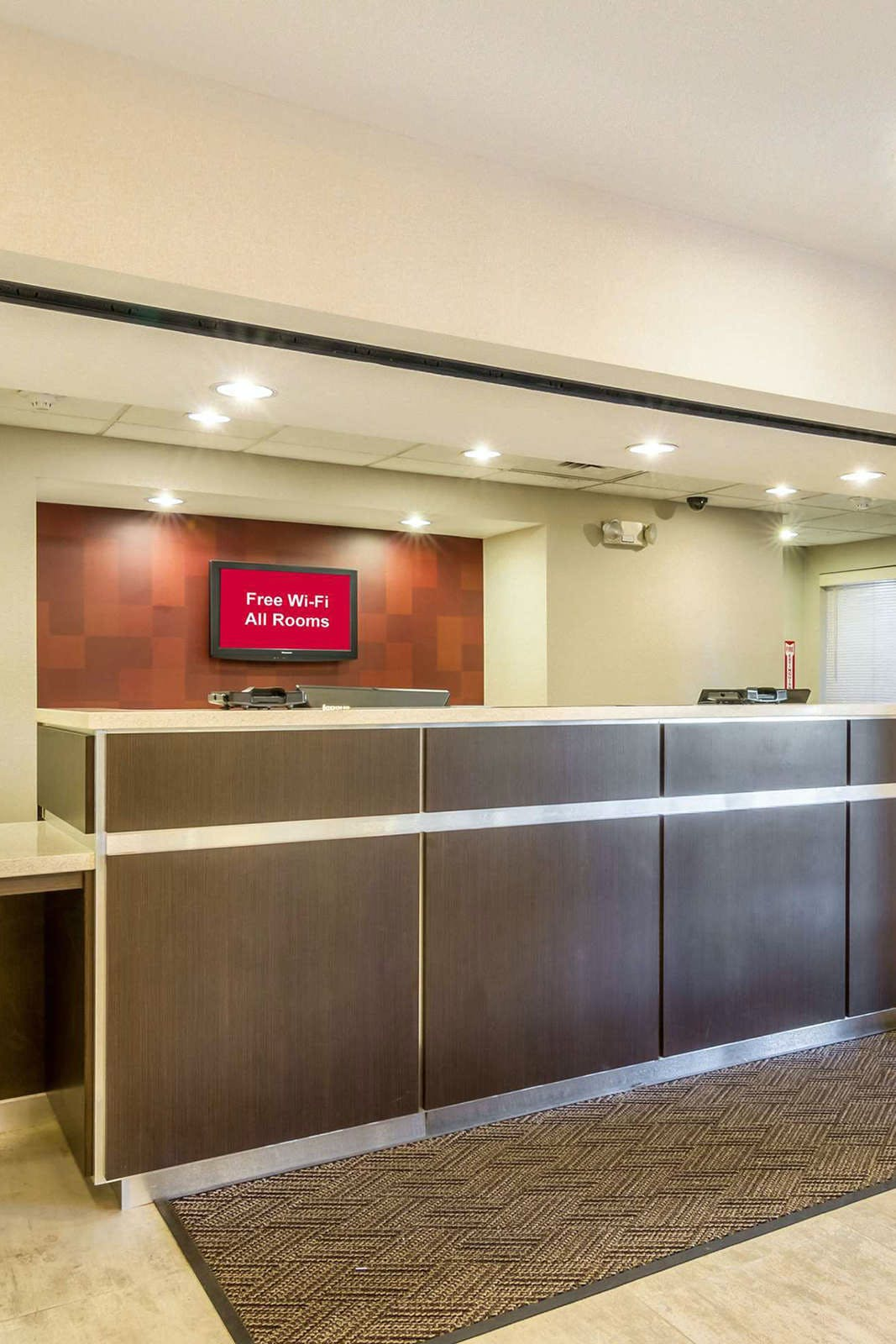Red Roof PLUS+ Phoenix Airport