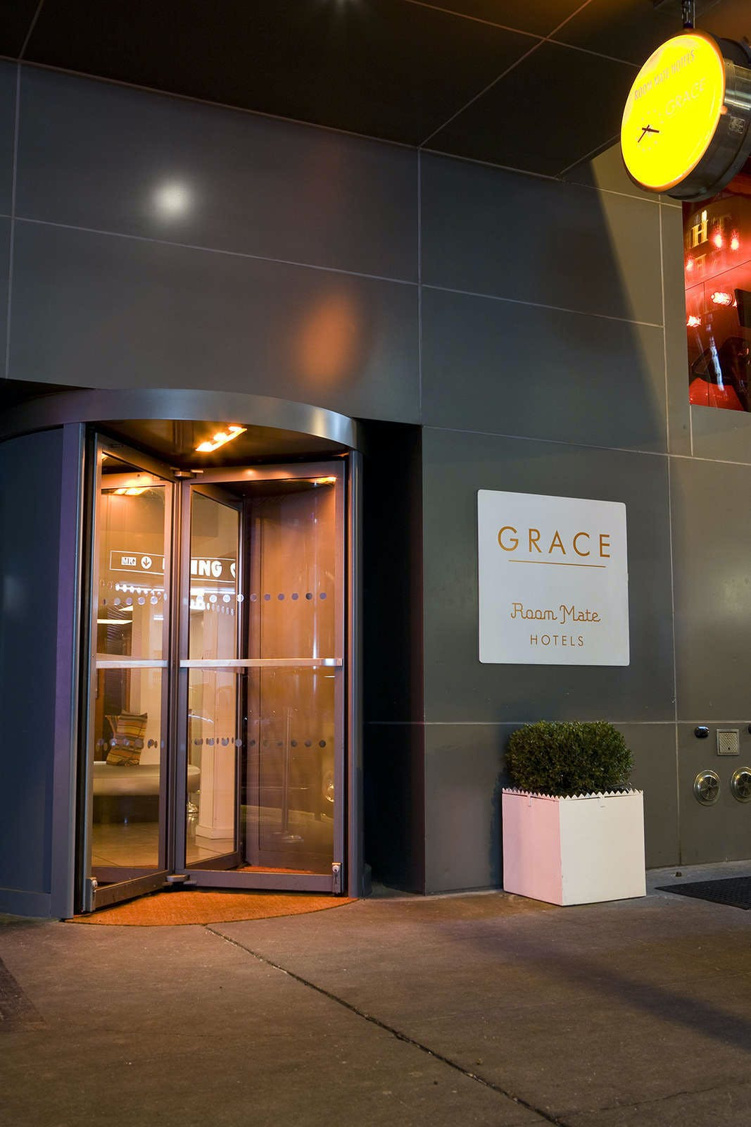 Room Mate Grace