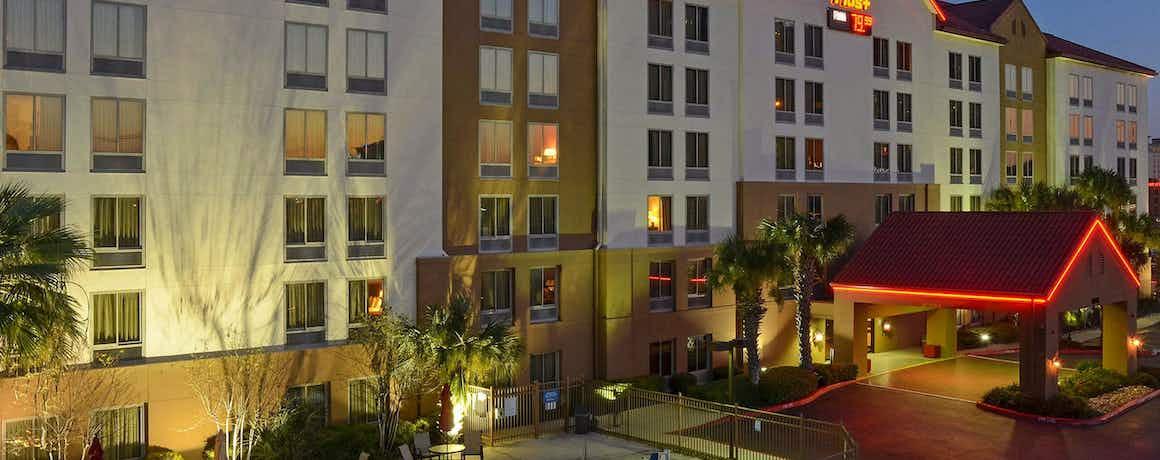 Red Roof PLUS+ San Antonio Downtown – Riverwalk