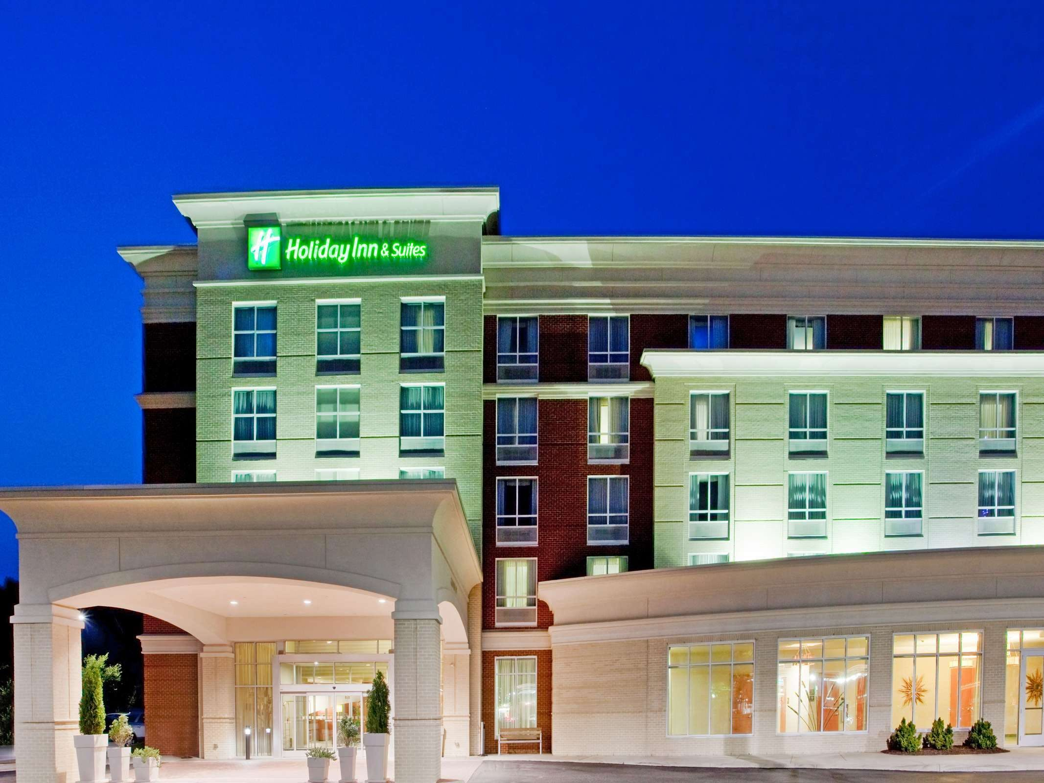 Holiday Inn & Suites Gateway