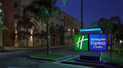 Holiday Inn Express Bakersfield Central