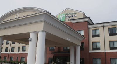 Holiday Inn Express Hotel & Suites Fairmont