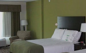 Holiday Inn Express Hotel & Suites Kansas City Sport Complex