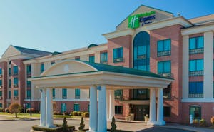Holiday Inn Express Hotel & Suites Warwick Airport