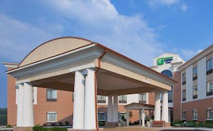 Holiday Inn Express Hotel & Suites Akron Airport