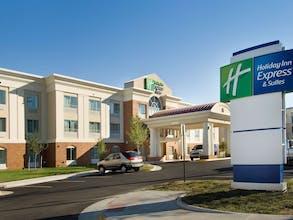Holiday Inn Express & Suites Fort Belvoir