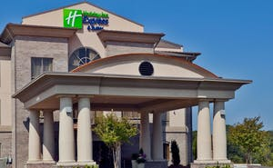 Holiday Inn Express Hotel & Suites Opelika
