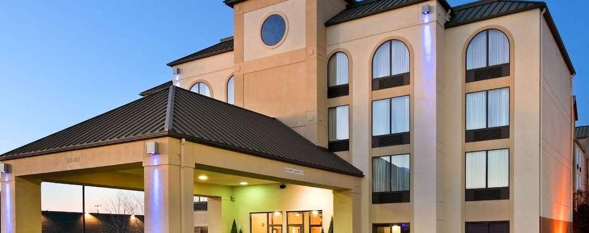 Holiday Inn Express Hotel & Suites Bentonville