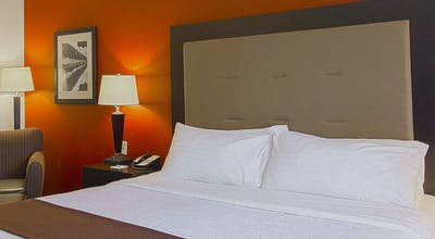 Holiday Inn Hotel & Suites Bloomington Airport