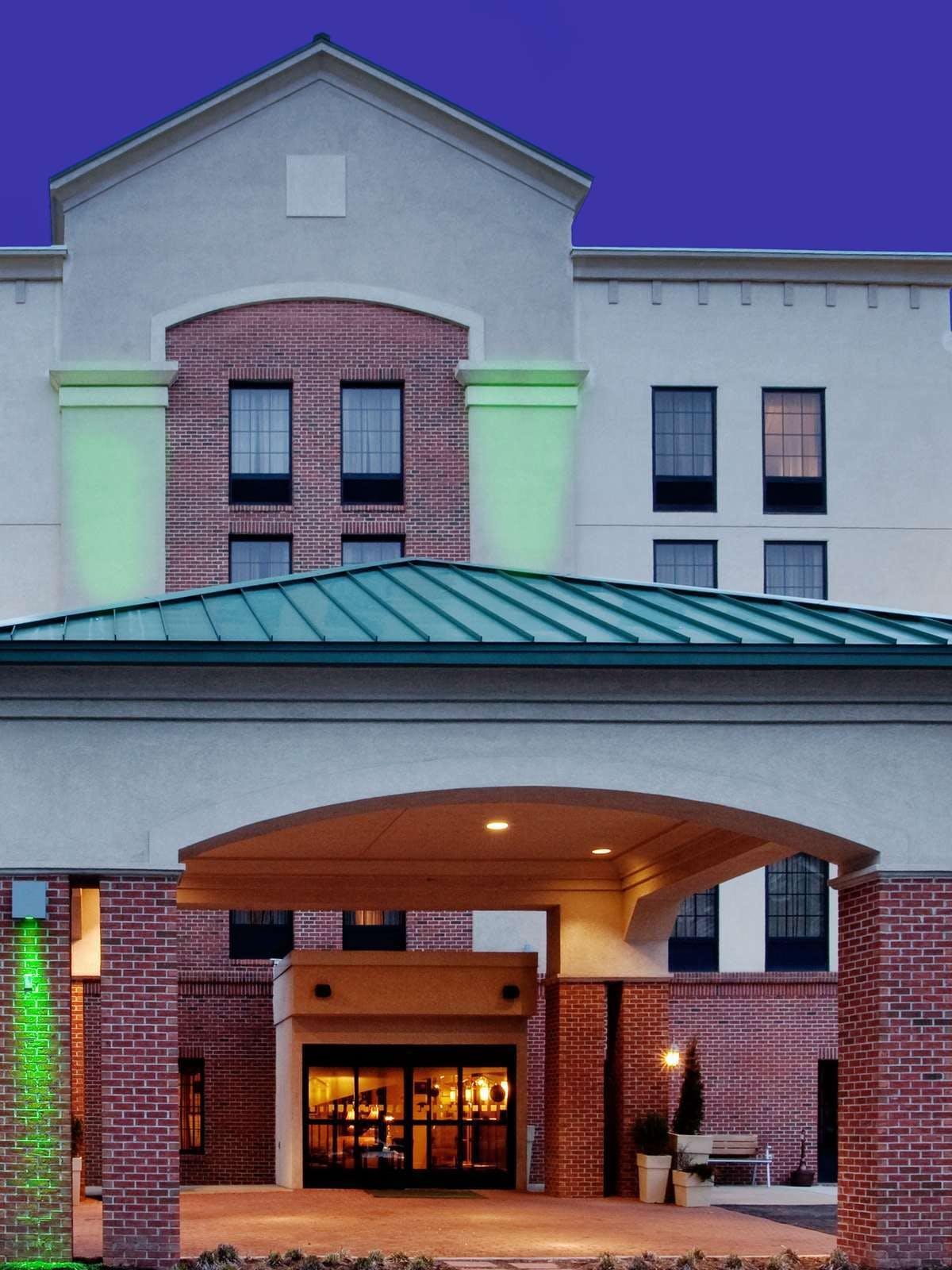 Holiday Inn Hotel & Suites Newport News