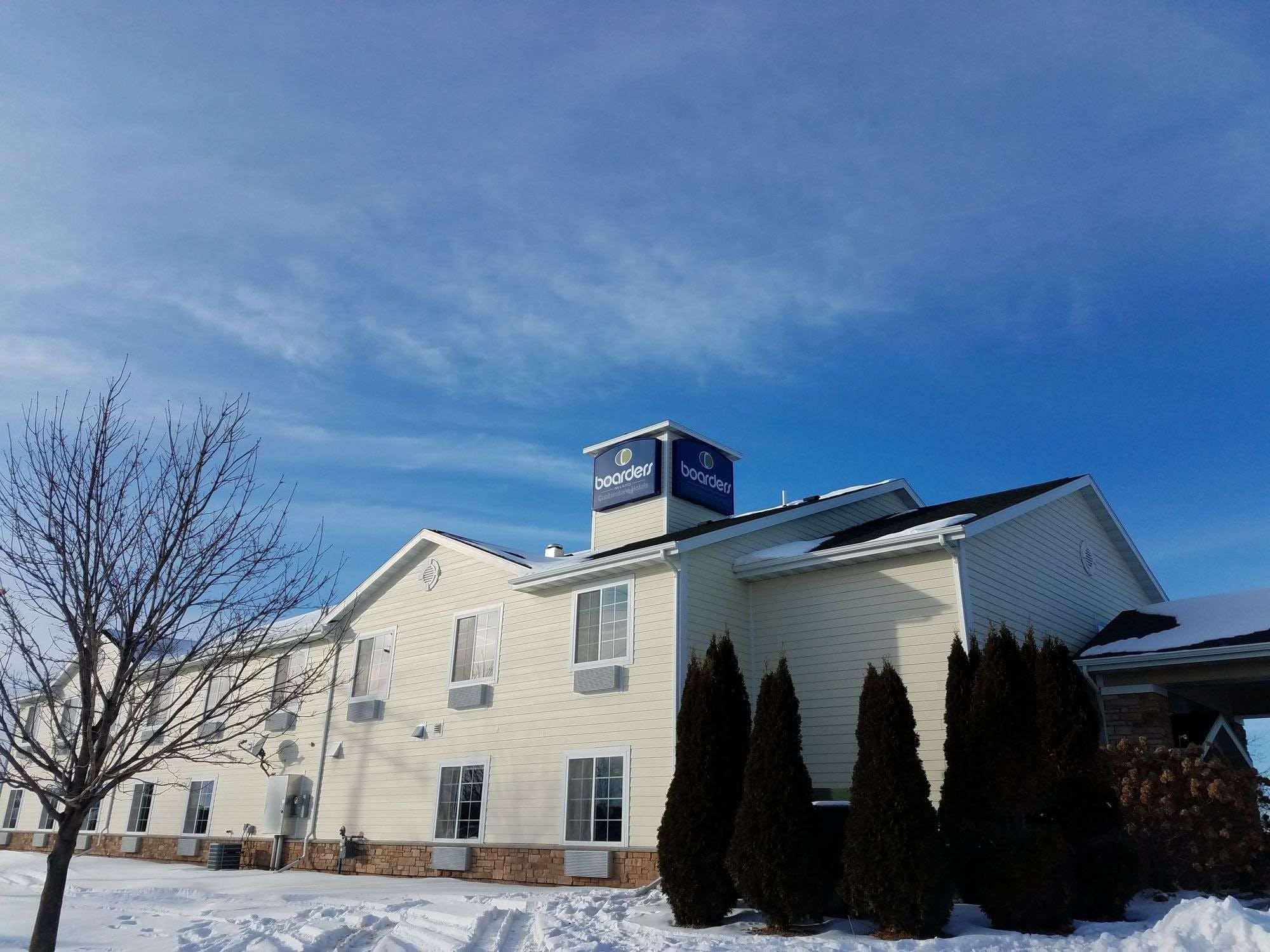 Boarders Inn & Suites by Cobblestone Hotels - Oshkosh