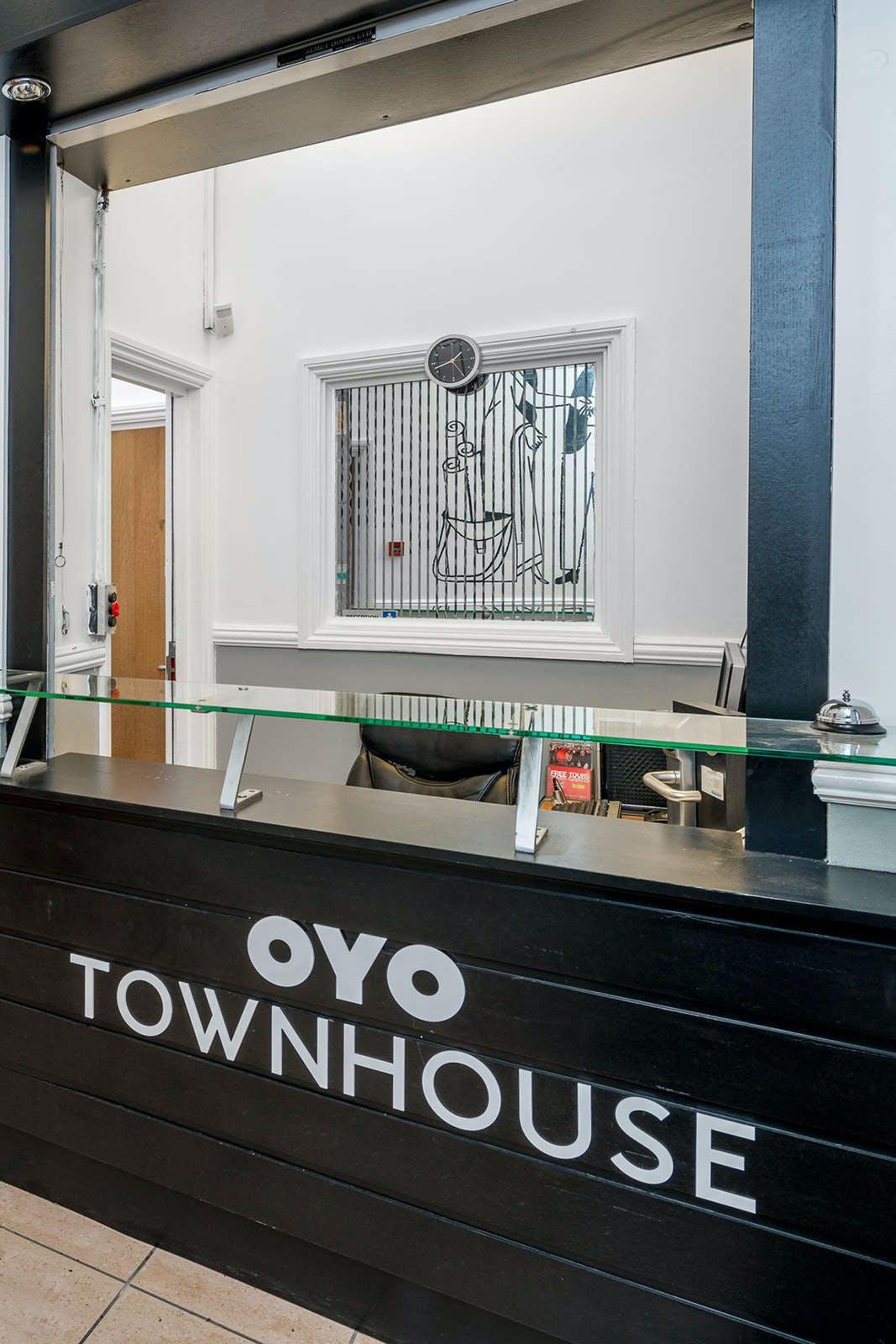OYO Townhouse New England