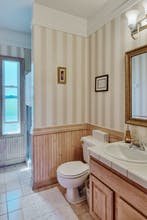 Bed & Breakfast Inn Seattle - Shared Bathroom