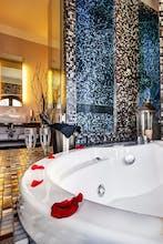 Dharma Luxury Hotel - Hot Tub Suite