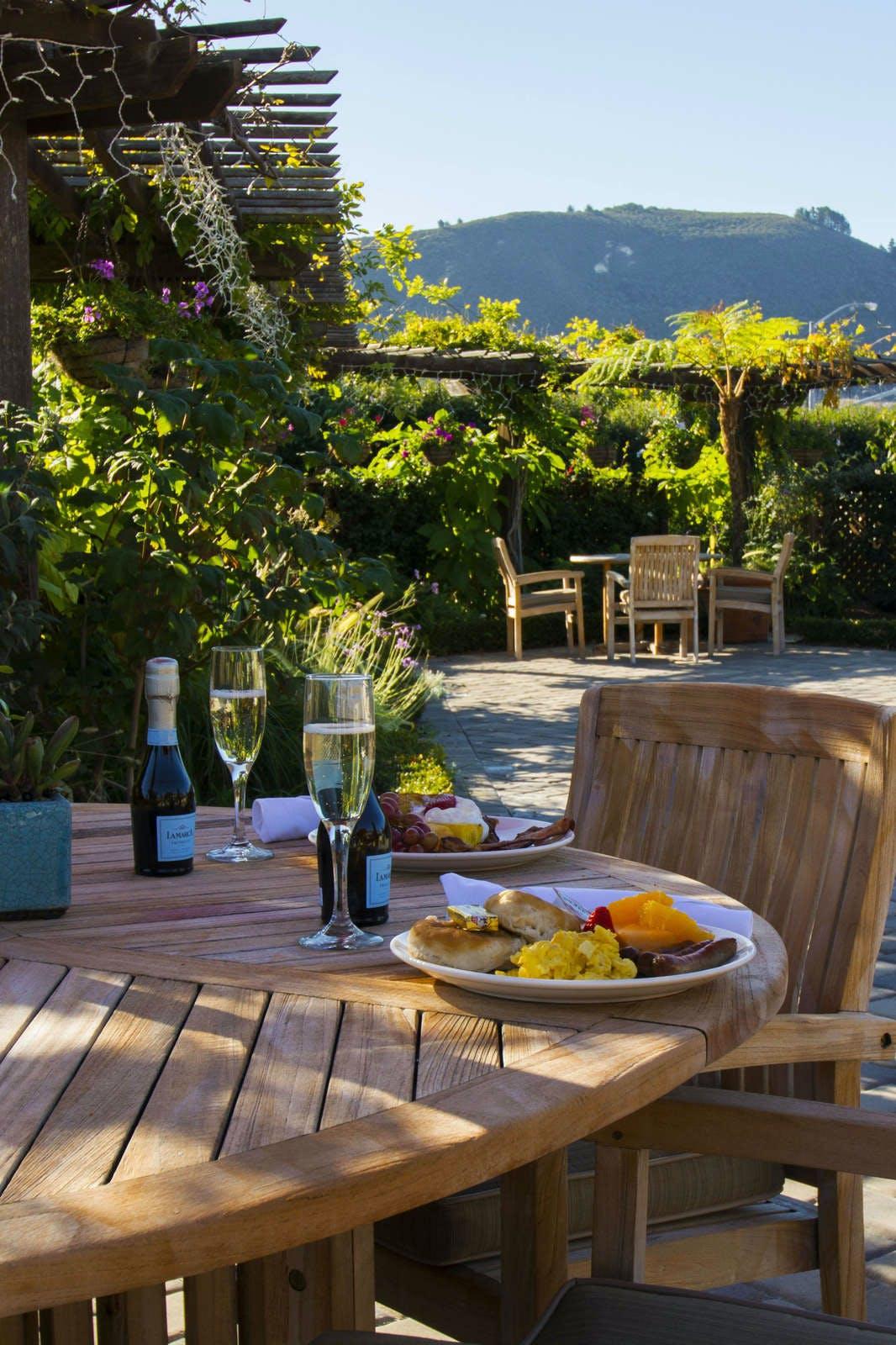 Carmel Mission Inn & Fuse Lounge Cafe